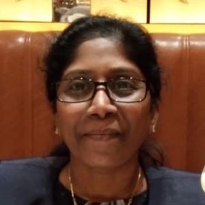 Foto da cabeça de Jenani Ganeshan, contadora