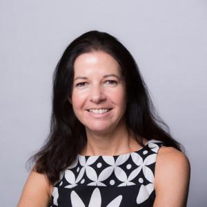Foto da cabeça de Mia Lockner, gerente de marketing e comunicações